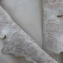 カットワークの衿のワンピース