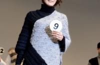 9.シルクウールで編む!2枚編んでマントです デザイン:杉山幸子
