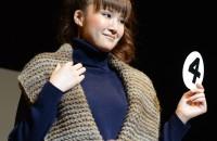 4.カリーノで編む!太くて軽い手あみを着る! デザイン:山本由里子